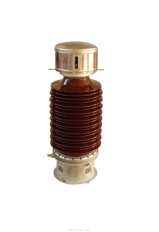 JDC6-110,JDCF-110系列高压互感器为电磁式油浸纸复合绝缘、全密封结构户外产品,适用于额定电压为110kV、额定频率为50~60Hz的中性点有效接地系统中作电压、电能测量及继电保护用。  三、结构简介及产品特点 JDC6-110,JDCF-110系列高压互感器采用油浸纸复合绝缘,为全封闭结构户外产品。本产品经精心设计,磁密低,抗谐振能力强、损耗低,二次绕组可将计量和保护分开,可根据用户需求进行大负荷的特殊设计。选用不锈钢金属膨胀器,采用先进的真空干燥和真空注油处理工艺,介质损耗小、局放量低,确